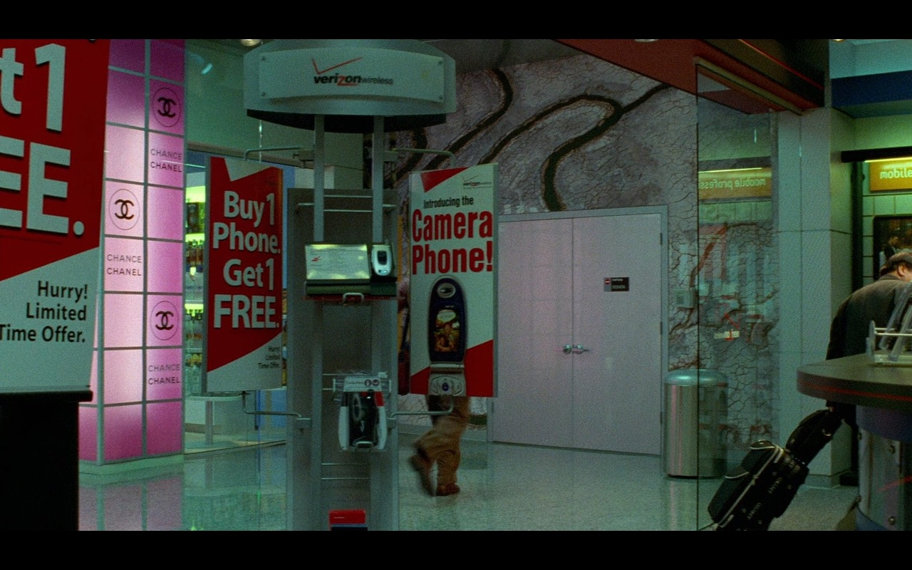 Chanel And Verizon – The Terminal (2004) Movie Product Placement