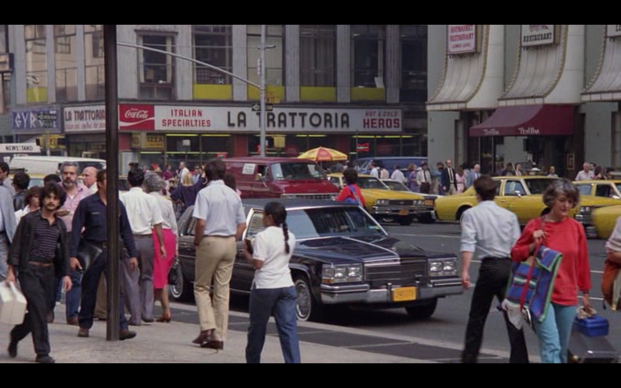Coca-Cola – Moscow on the Hudson (1984) Movie Product Placement