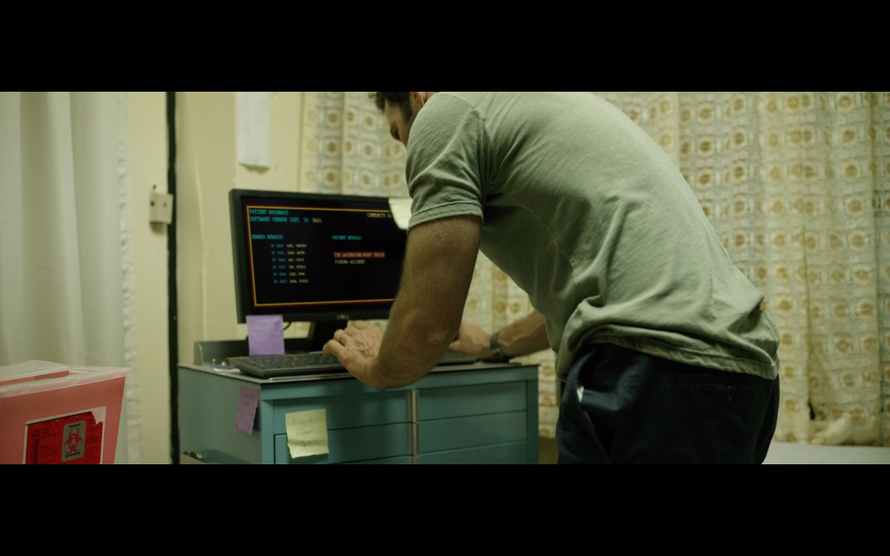Dell Monitor - Extortion (2017) Movie Product Placement