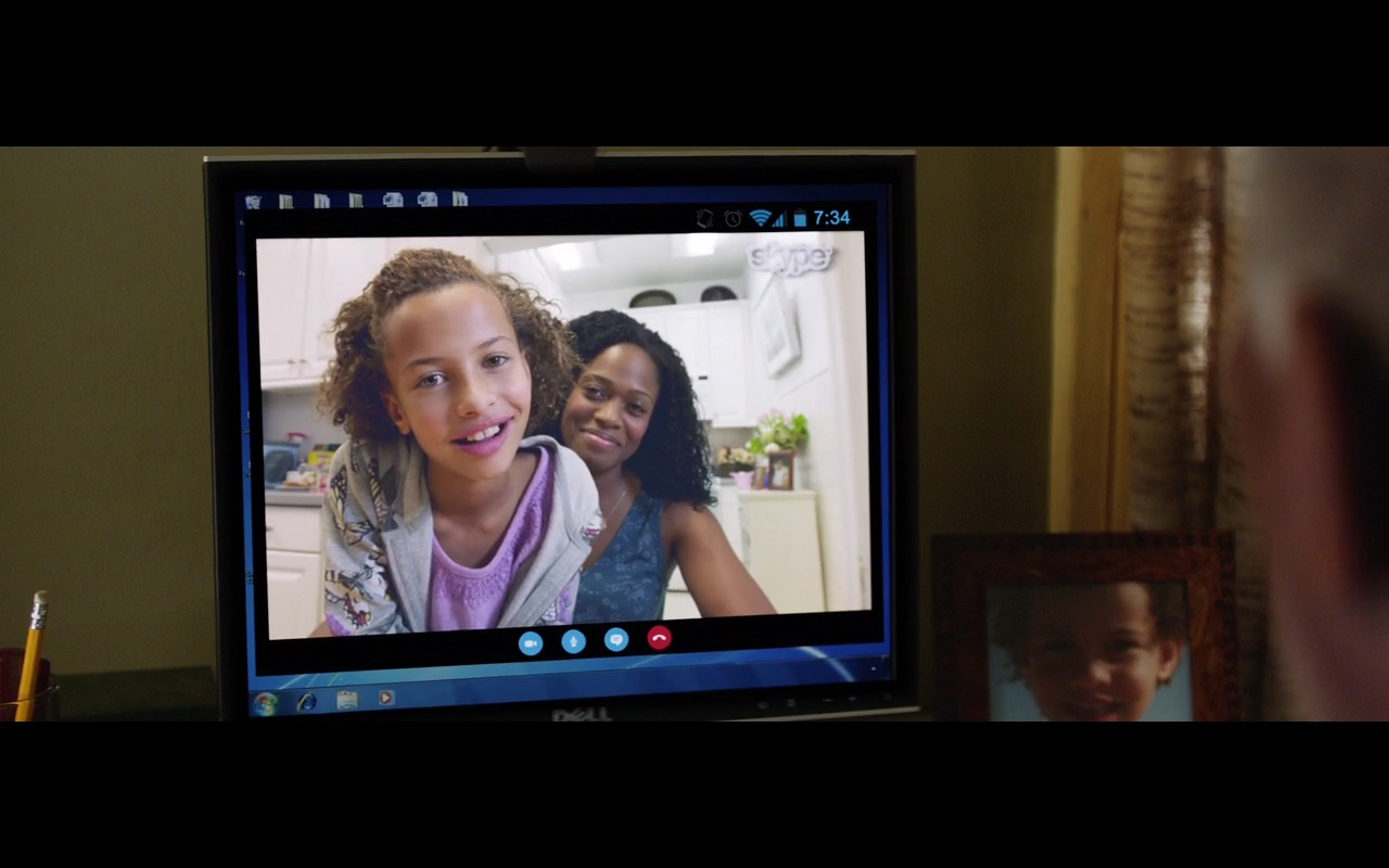 Dell Monitor, Microsoft Windows and Skype - Going in Style (2017) Movie Product Placement