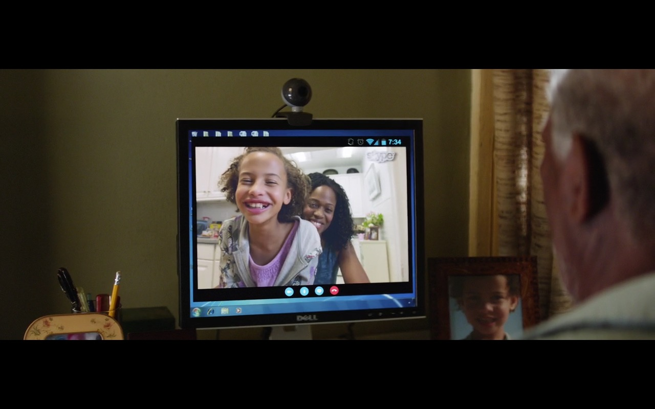 Dell Monitor, Microsoft Windows and Skype - Going in Style (2017) - Movie Product Placement