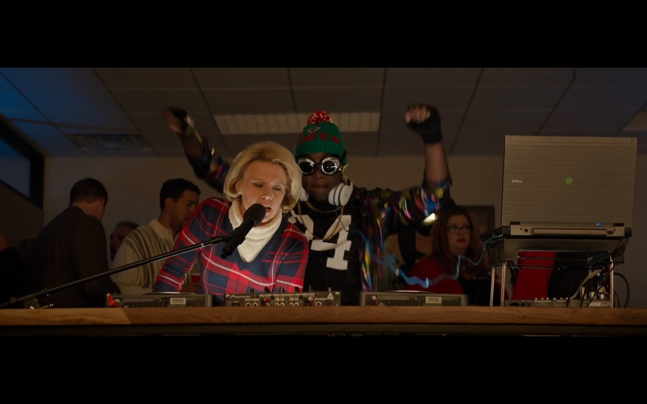 Dell Notebook – Office Christmas Party (2016) Movie Product Placement
