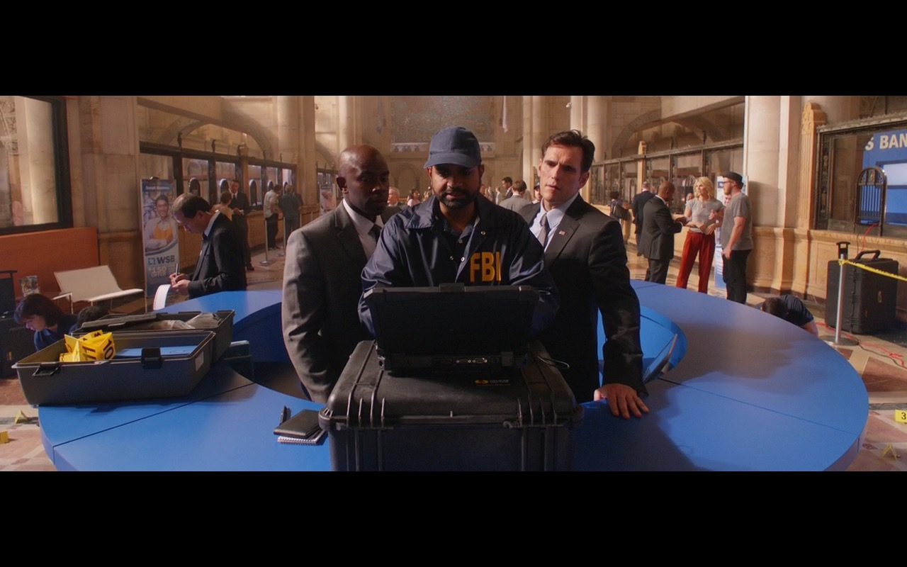Dell Notebook & Microsoft Windows Logo - Going in Style (2017) Movie Product Placement