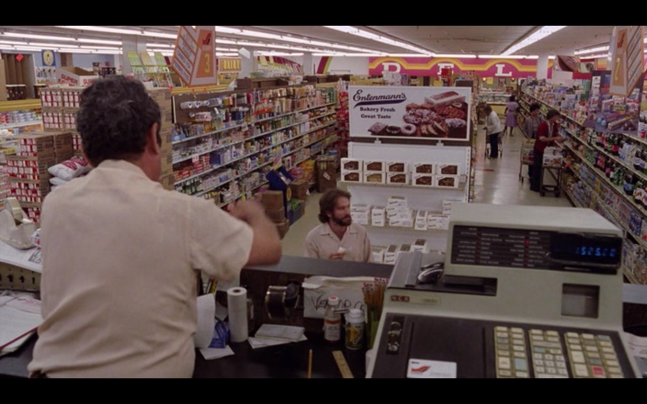 Entenmann's Baked Goods – Moscow on the Hudson (1984) Movie Product Placement