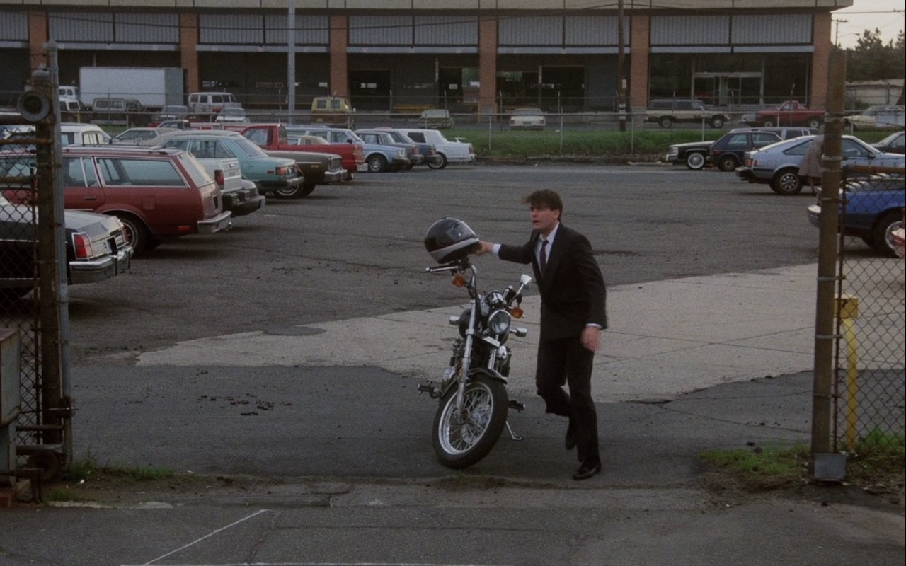 Harley-Davidson 1340 Dyna Glide Super Motorcycle – Wall Street (1987) Movie Product Placement