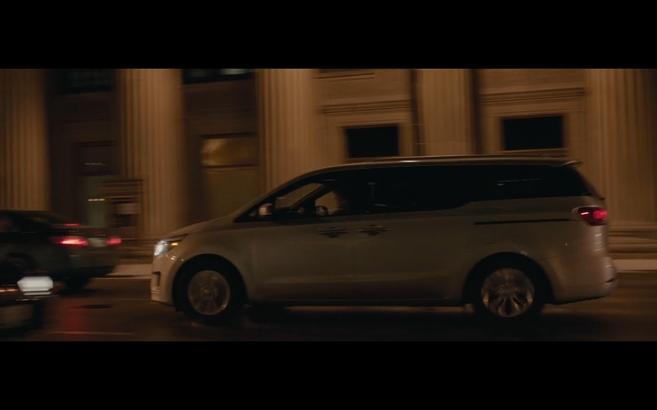 Kia Sedona Minivan (Car) – Office Christmas Party (2016) Movie Product Placement