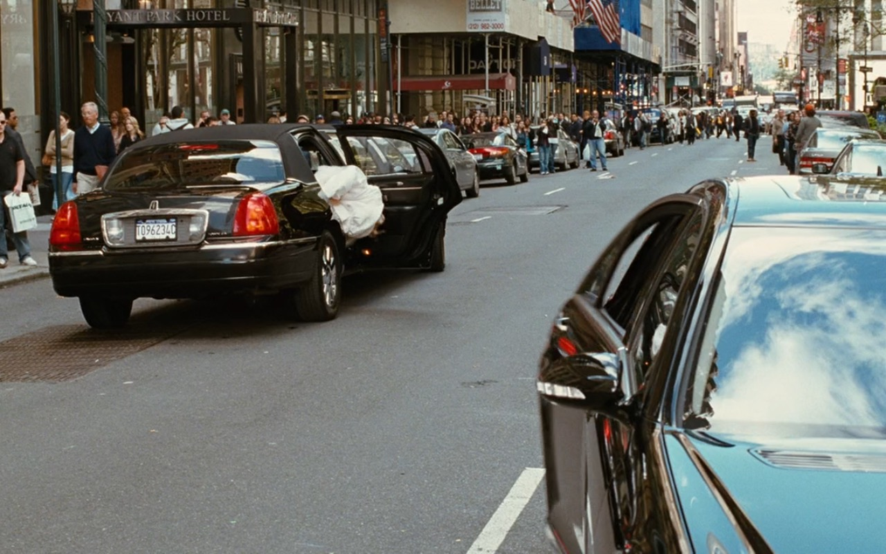 Lincoln Town Car Stretched Limousine - Sex and the City (2008) Movie Product Placement