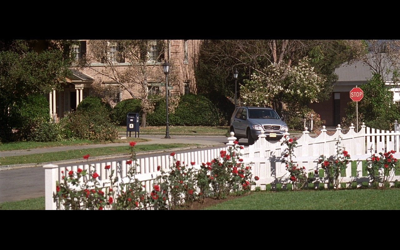 Mercedes-Benz ML320 - American Beauty (1999) Movie Product Placement