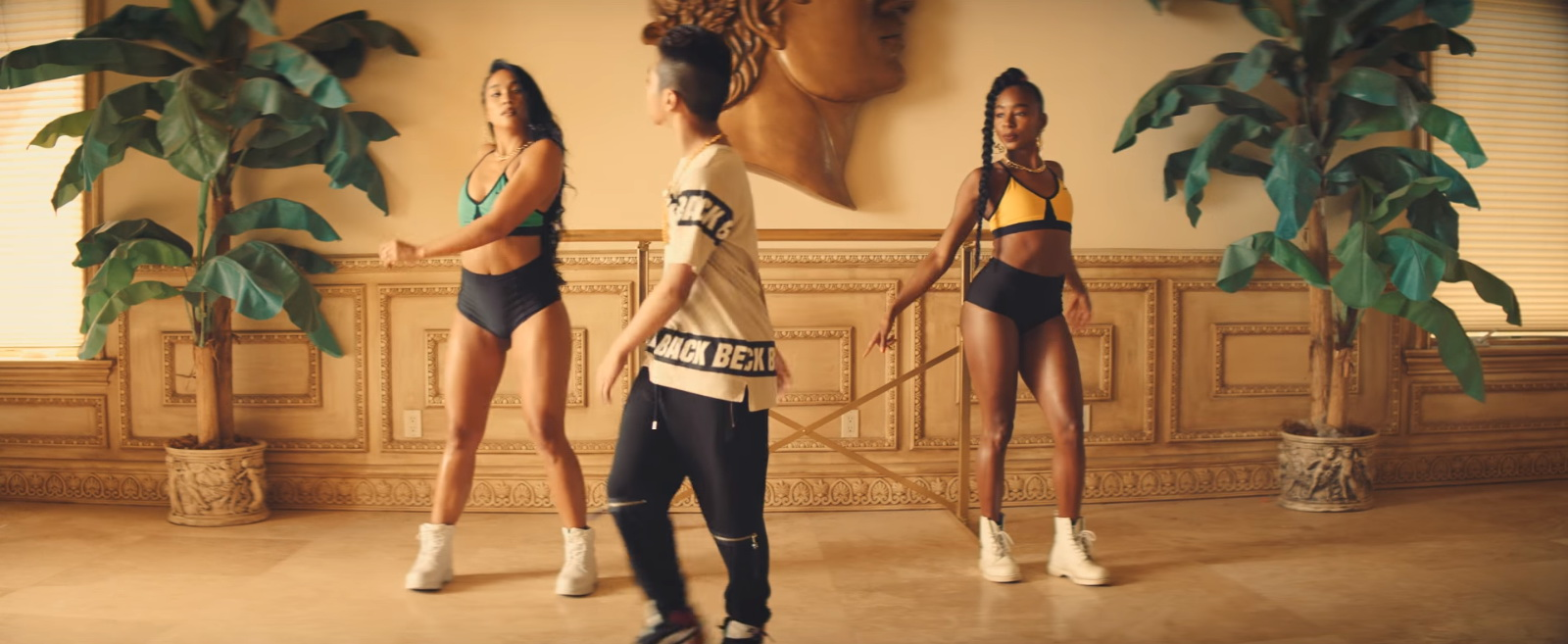 Nike Activewear – Major Lazer – Know No Better Official Music Video Product Placement