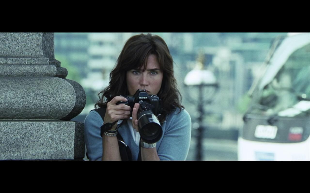 Nikon camera - BLOOD DIAMOND (2006) Movie Product Placement