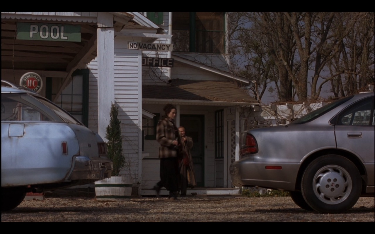 Sinclair HC Gasoline (Sign) – Michael (1996) Movie Product Placement