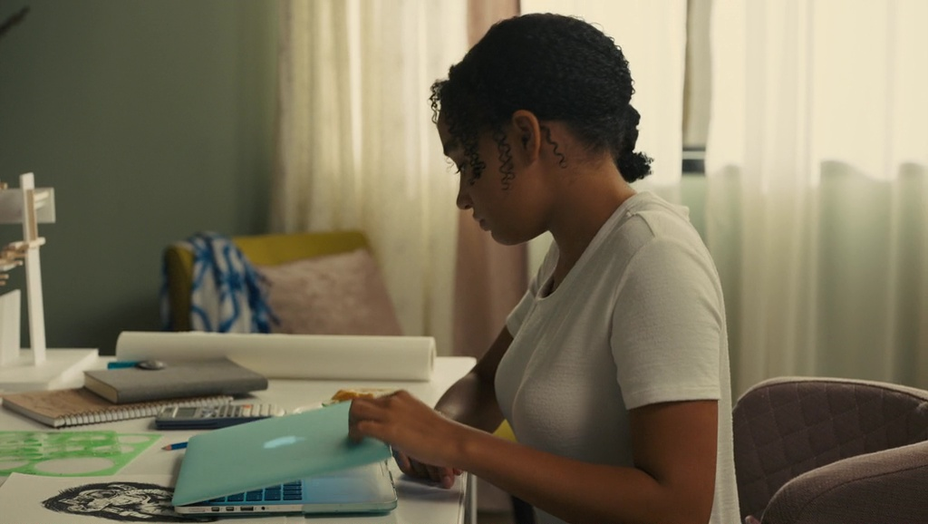 Apple MacBook Laptop used by Amandla Stenberg in Everything, Everything (2017) Movie Product Placement