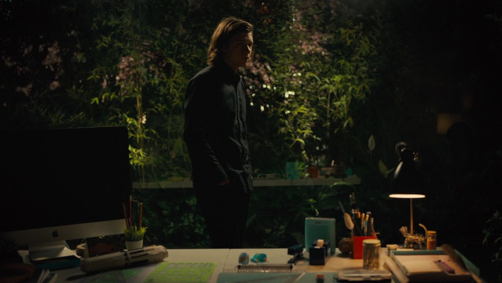 Apple iMac Computer And Bose Portable Speaker - Everything, Everything (2017) Movie Product Placement