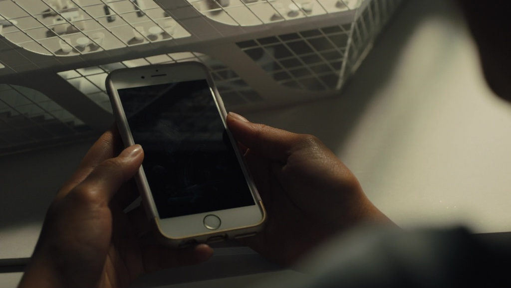 Apple iPhone used by Amandla Stenberg in Everything, Everything (2017) Movie Product Placement
