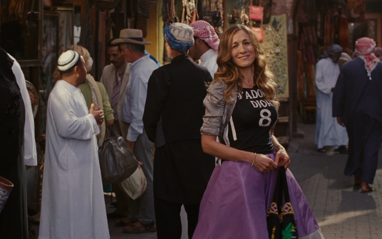 Christian Dior T-Shirt And Zac Posen Skirt - Sex and the City 2 (2010) Movie Product Placement