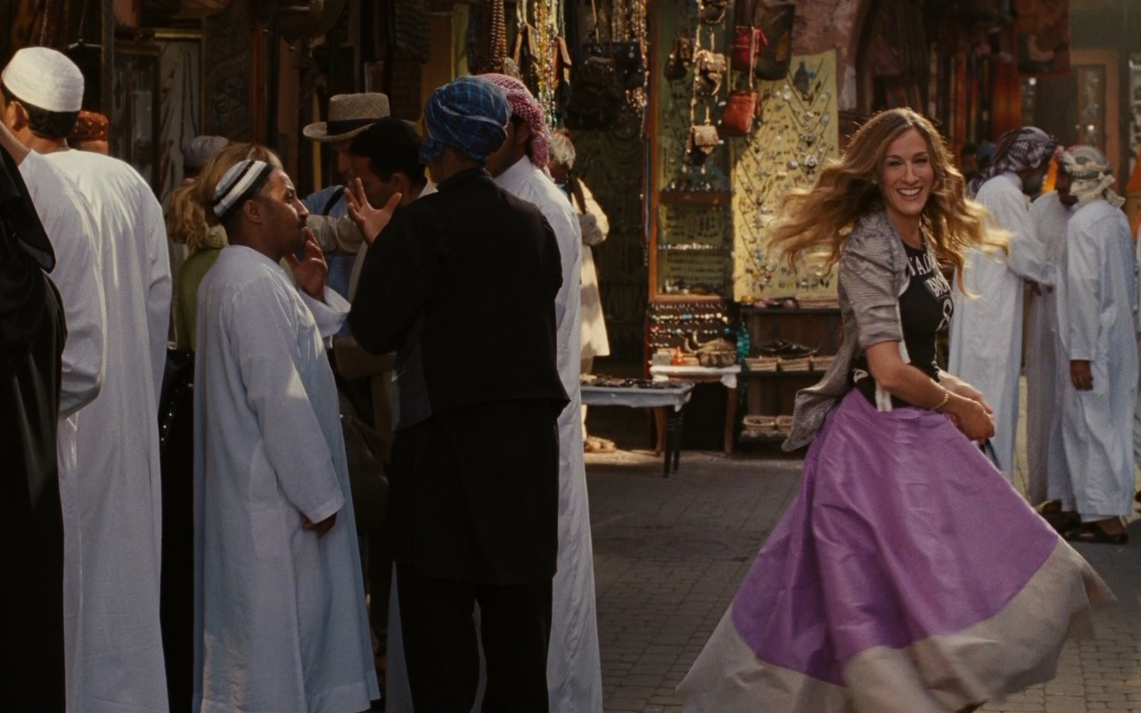Christian Dior J'Adore Dior 8 Print T-Shirt and Zac Posen color-blocked skirt worn by Sarah Jessica Parker (Carrie Bradshaw) in Sex and the City 2 (2010) - Movie Product Placement