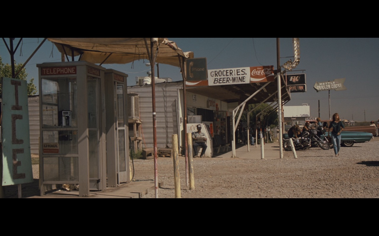 Coca-Cola Signs – Thelma & Louise (1991) Movie Product Placement