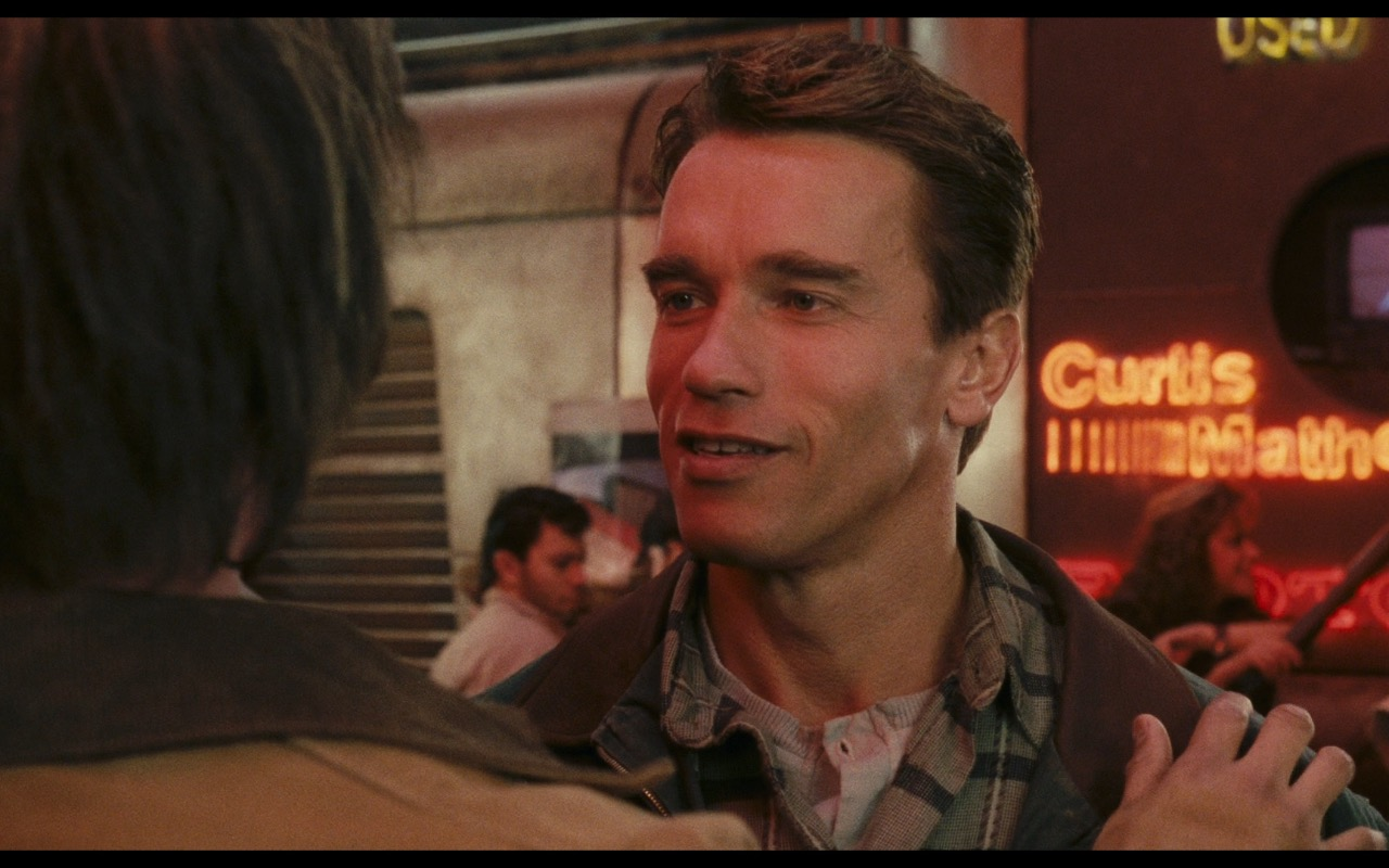 Curtis Mathes - Total Recall (1990) Movie Product Placement