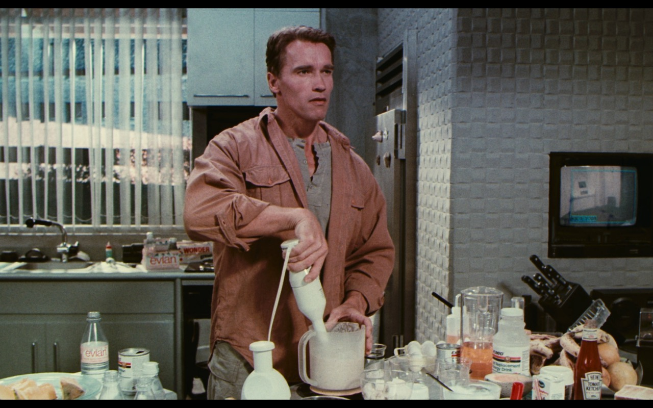 Evian Water, Wonder Bread, Heinz Ketchup - Total Recall (1990) Movie Product Placement