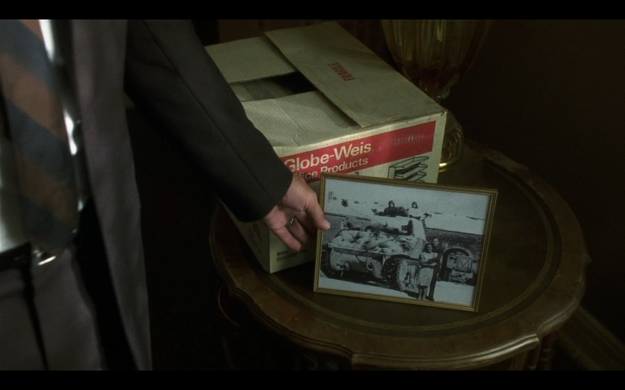 Globe-Weis office products - Catch Me If You Can (2002) Movie Product Placement