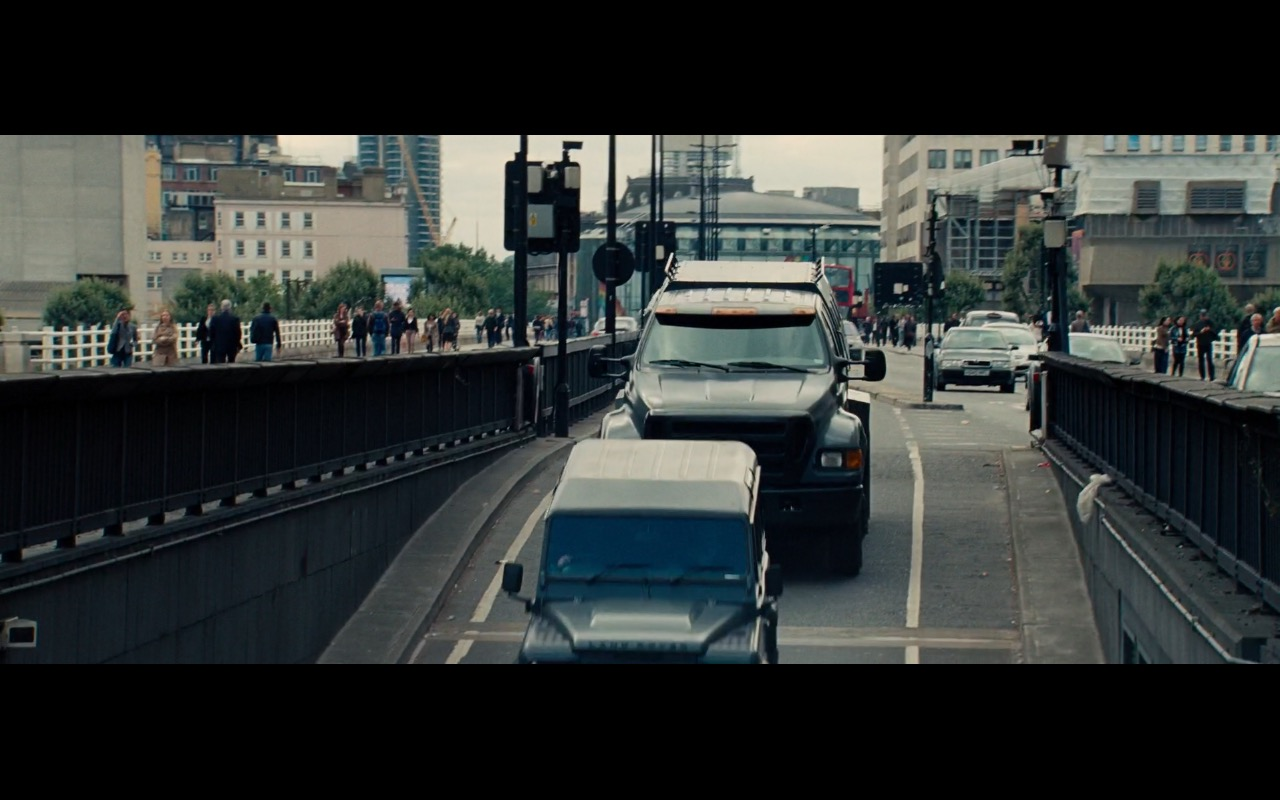 Land-Rover Defender Cars – The Mummy (2017) Movie Product Placement