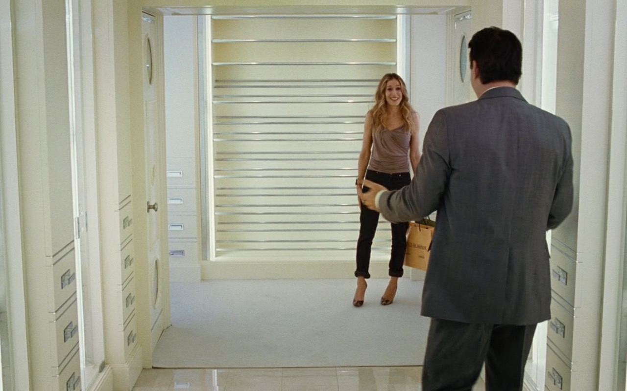 Manolo Blahnik Paper Bag – Sex and the City (2008) Movie Product Placement