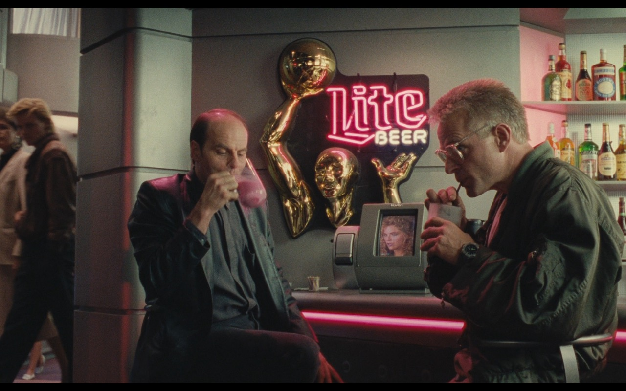 Miller Lite Beer Neon Signs – Total Recall (1990) - Movie Product Placement