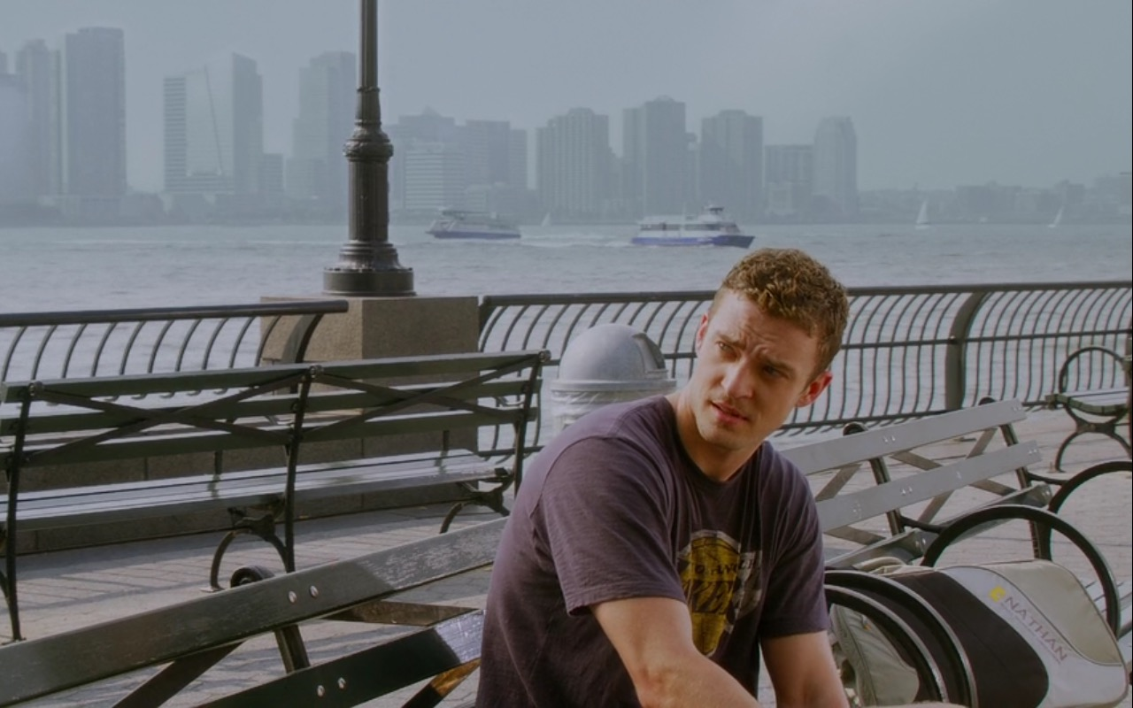 Nathan Sports Bag and Los Angeles Lakers T-Shirt - Friends with Benefits (2011) Movie Product Placement