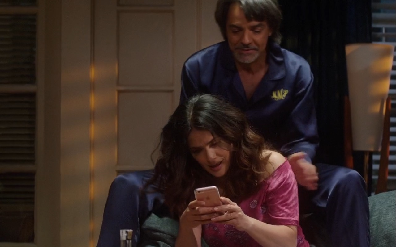 Salma Hayek And Apple iPhone 6/6s – How to Be a Latin Lover (2017) - Movie Product Placement