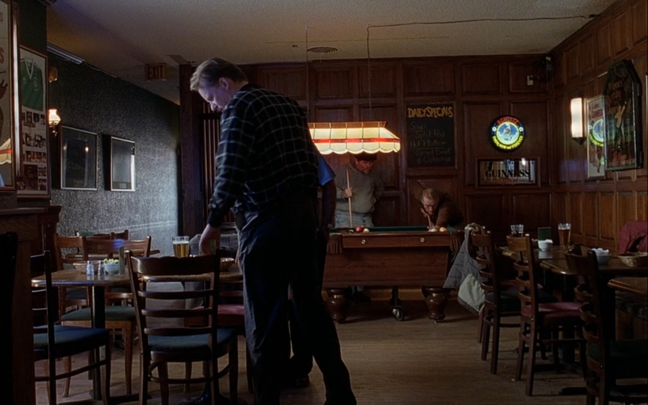 Schlitz Beer Neon Signs – Good Will Hunting (1997) Movie Product Placement