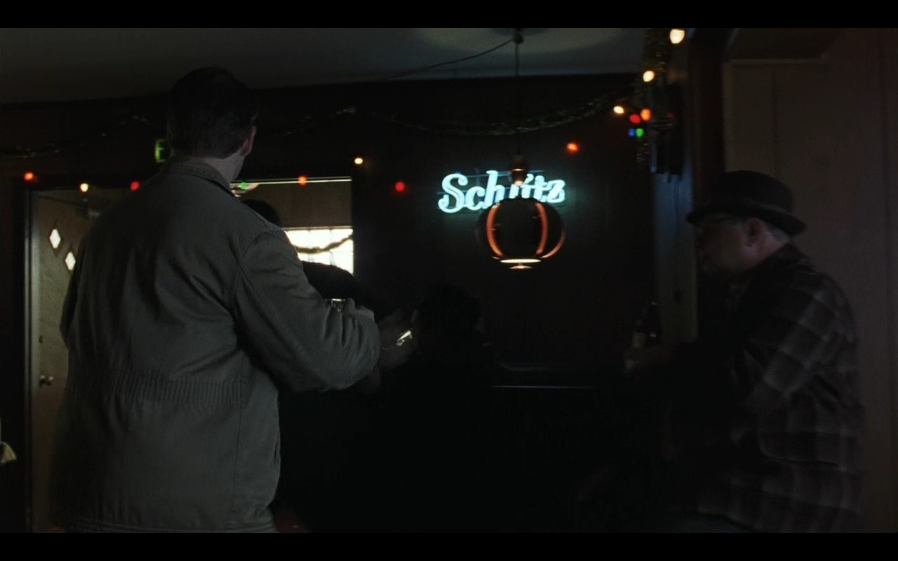 Schlitz Beer Neon Signs – Catch Me If You Can (2002) Movie Product Placement