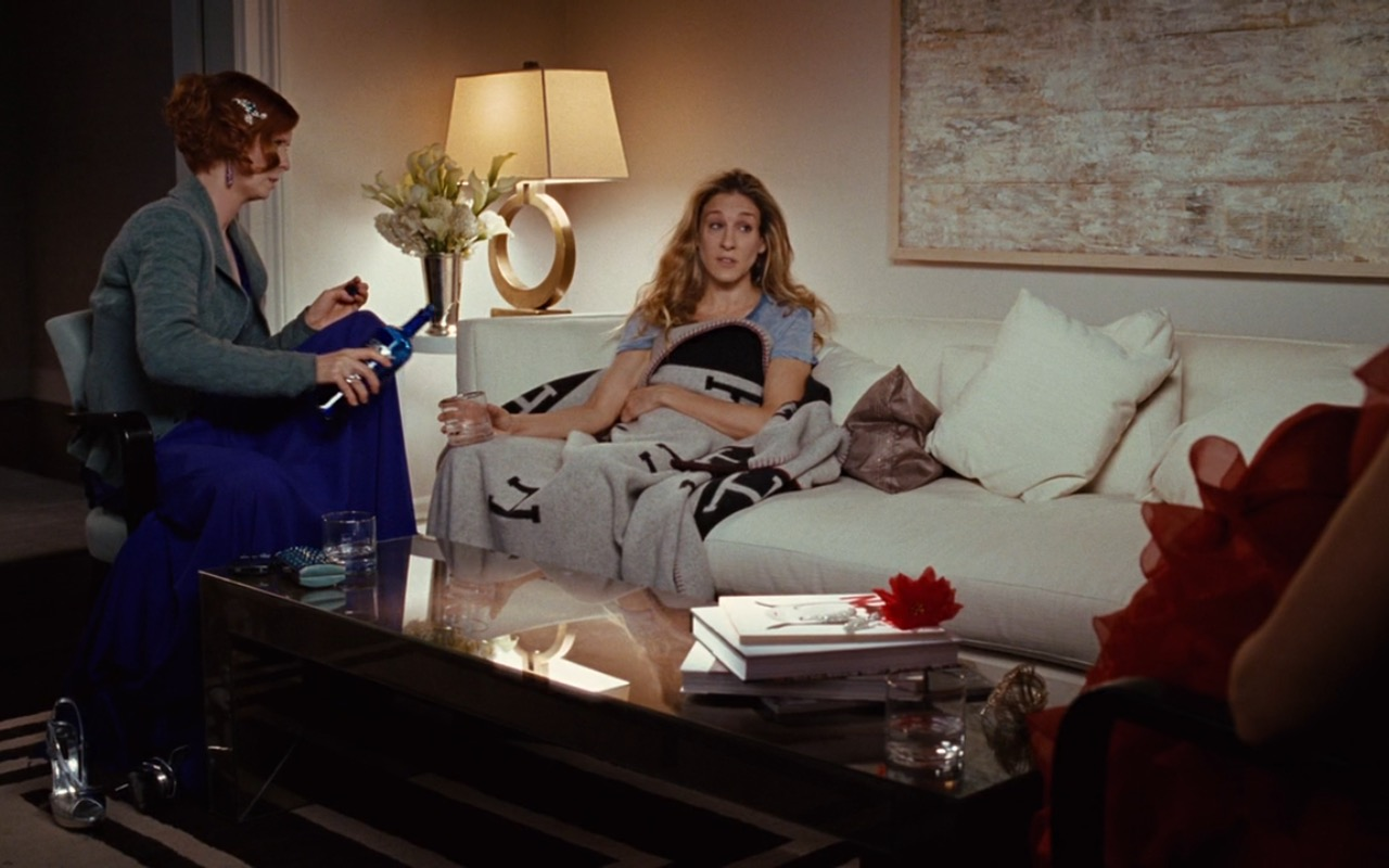 Skyy Vodka And Hermes Blanket – Sex and the City (2008) - Movie Product Placement
