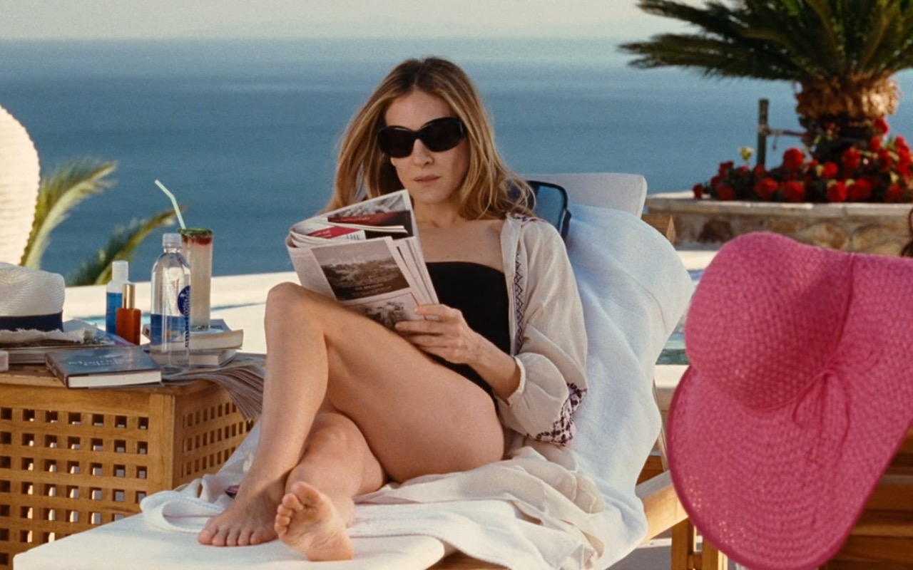 SmartWater And Oliver Peoples Sunglasses – Sex and the City (2008) Movie Product Placement