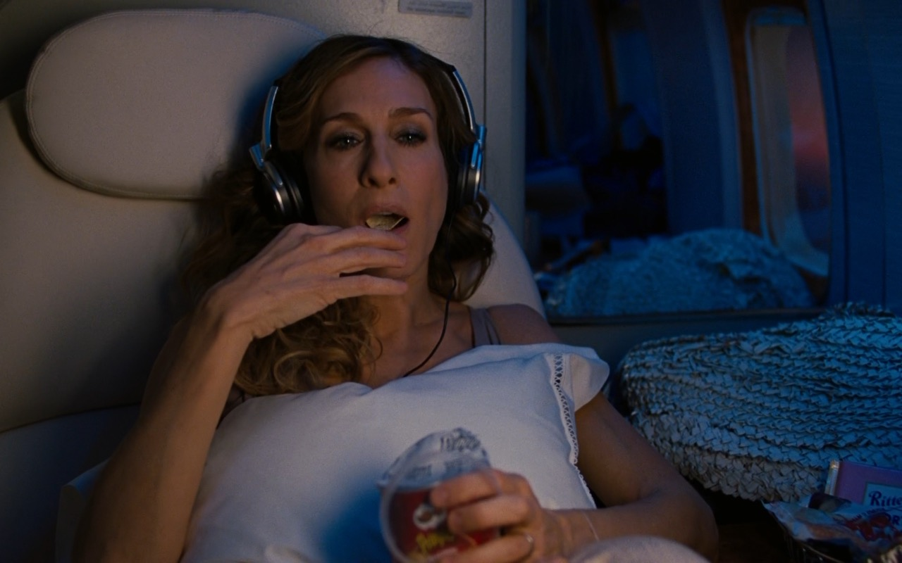 Sony Headphones and Pringles Chips – Sex and the City 2 (2010) Movie Product Placement