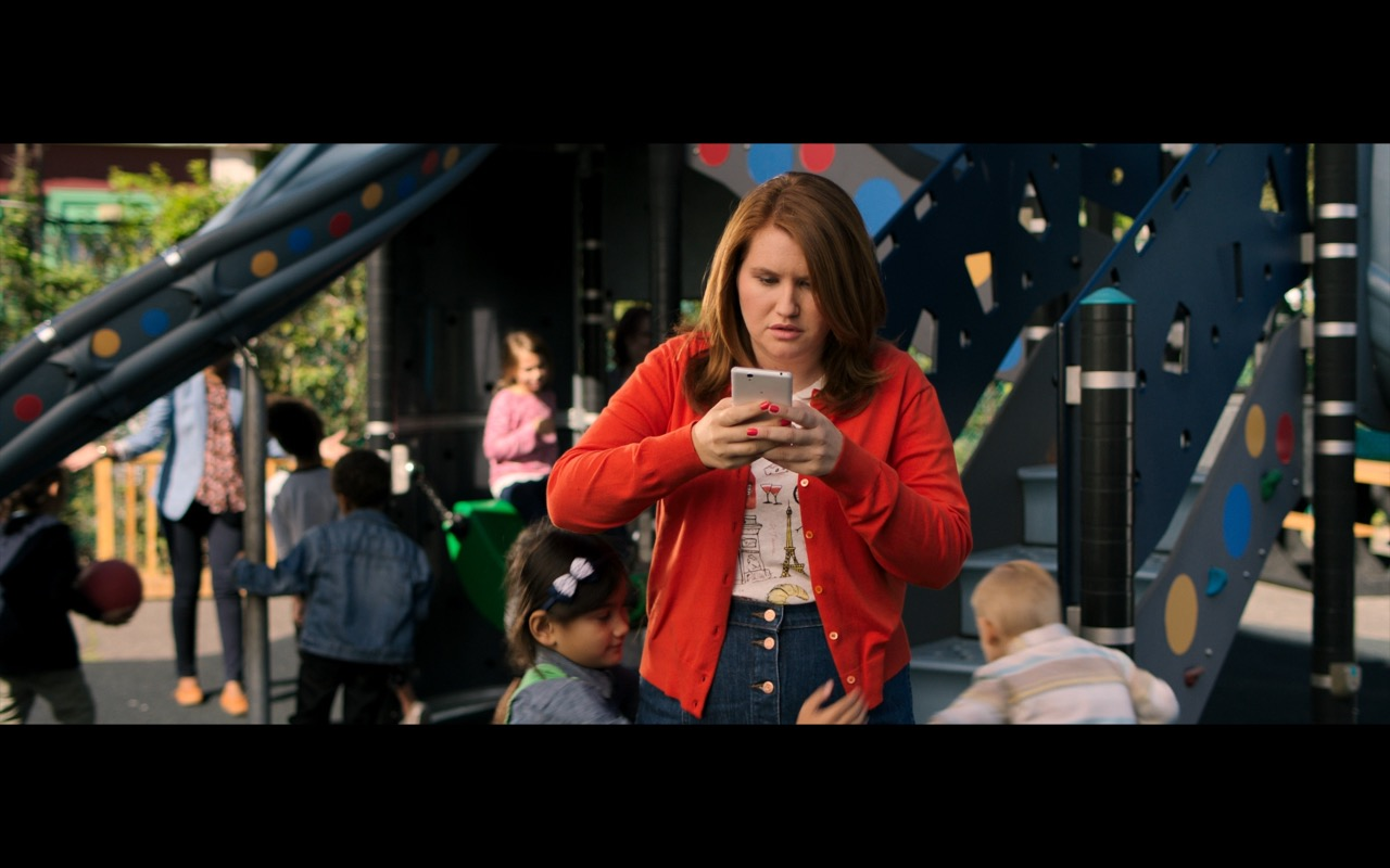 Sony Xperia Phone Used by Jillian Bell in Rough Night (2017) Movie Product Placement