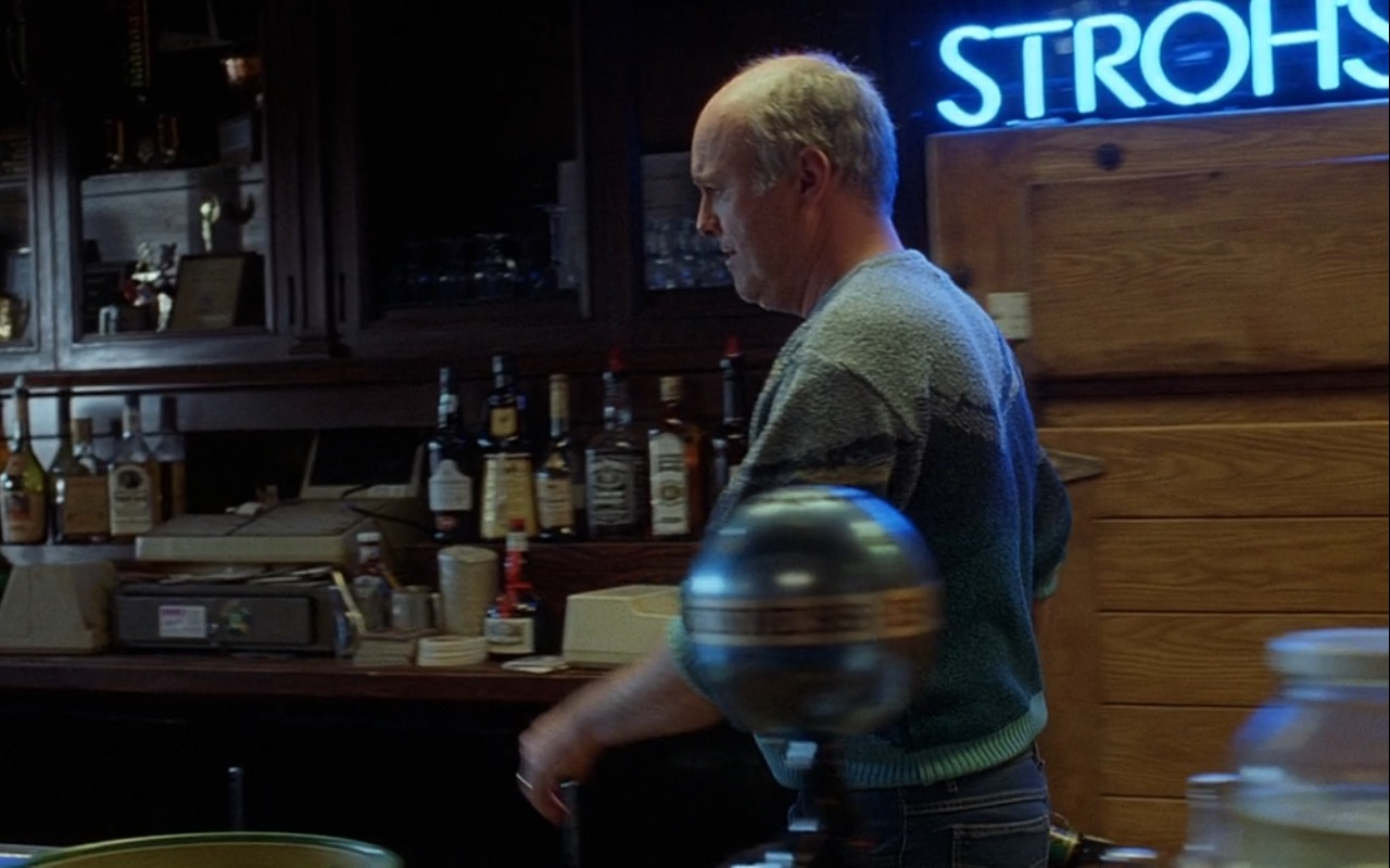 Stroh's Beer Blue Neon Sign – Good Will Hunting (1997) Movie Product Placement