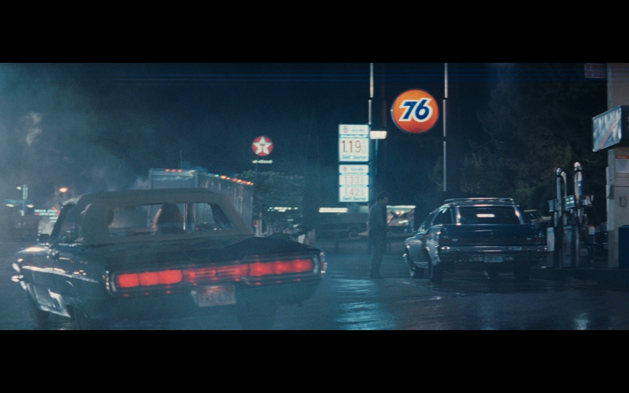 Texaco Sign And 76 Filling Station - Thelma & Louise (1991) Movie Product Placement