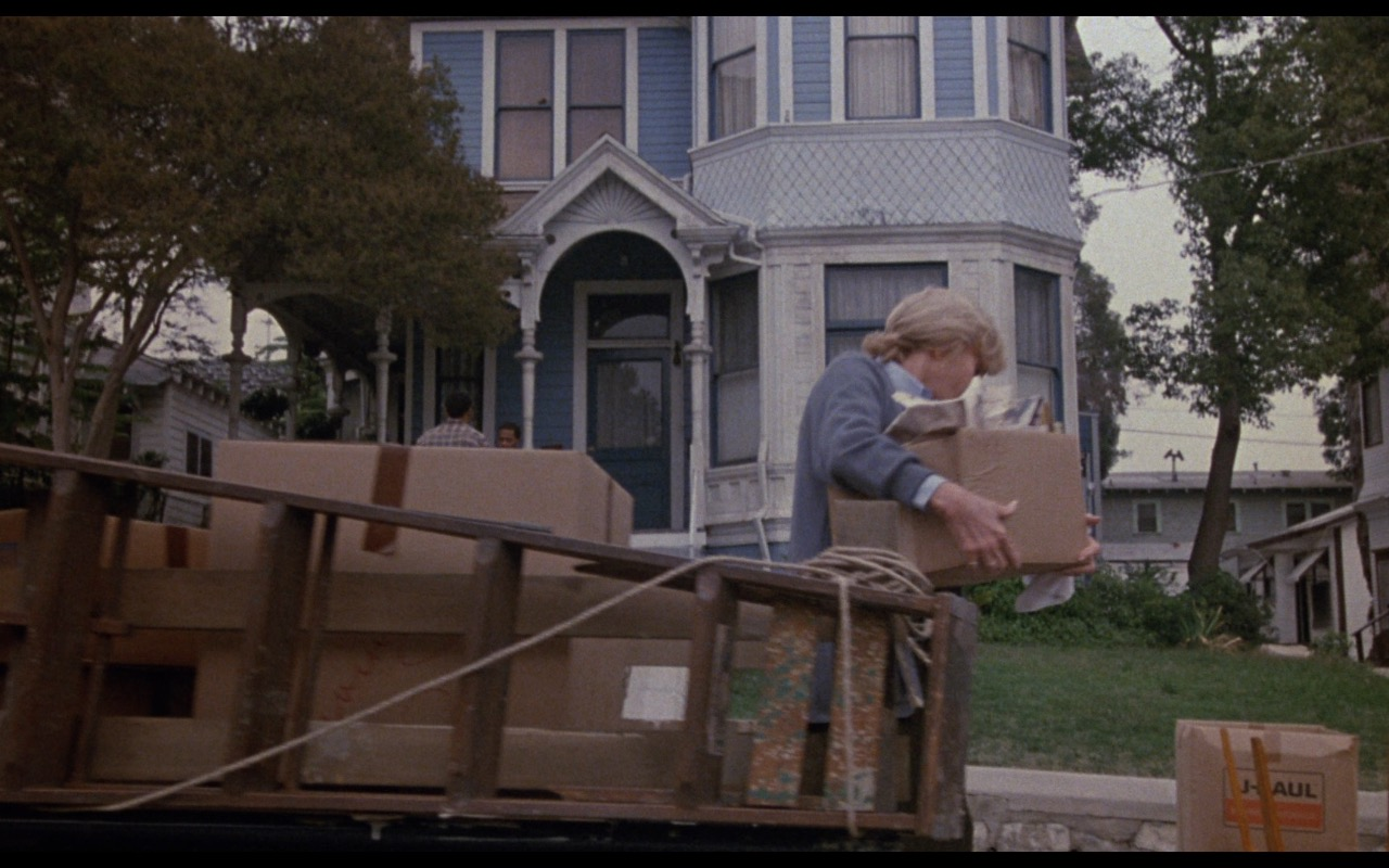 U-Haul Boxes – Nothing in Common (1986) Movie Product Placement
