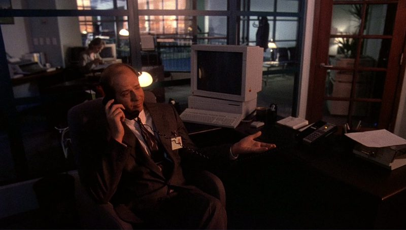 Apple Computers and Monitors in Bird on a Wire (1990) Movie Product Placement
