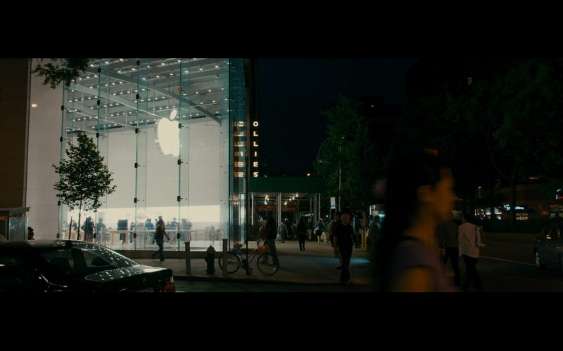 Apple Store – The Dictator (3)