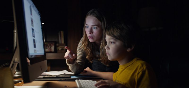 Apple iMac Computer used by Britt Robertson in Tomorrowland (2015) Movie
