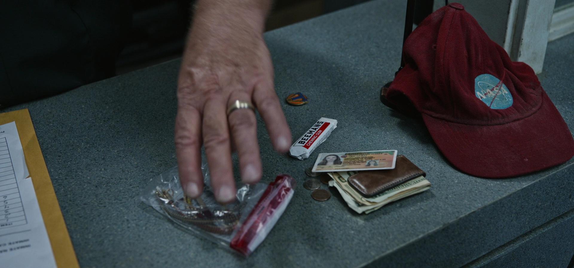 Beemans Chewing Gum In Tomorrowland 2015 Movie