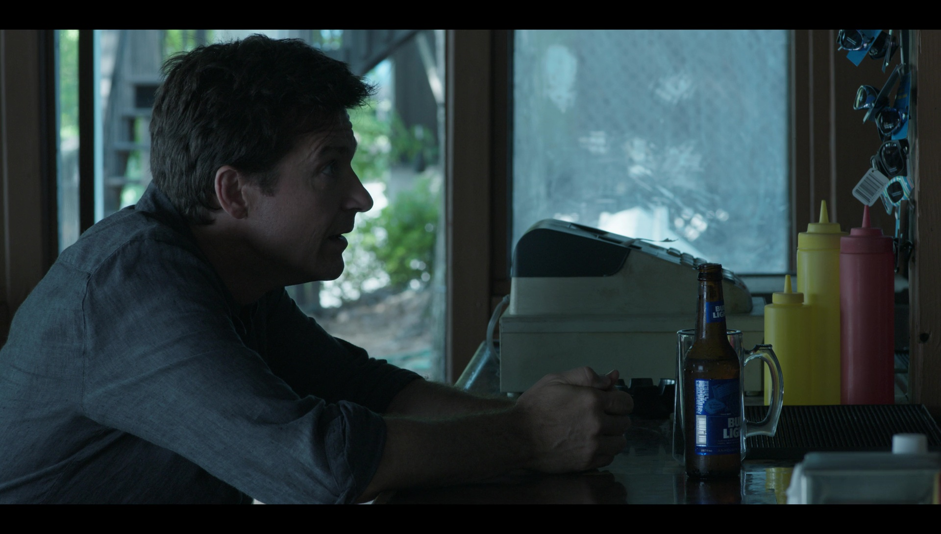 Bud Light Beer Drunk By Jason Bateman In Quot Ozark Quot Blue Cat