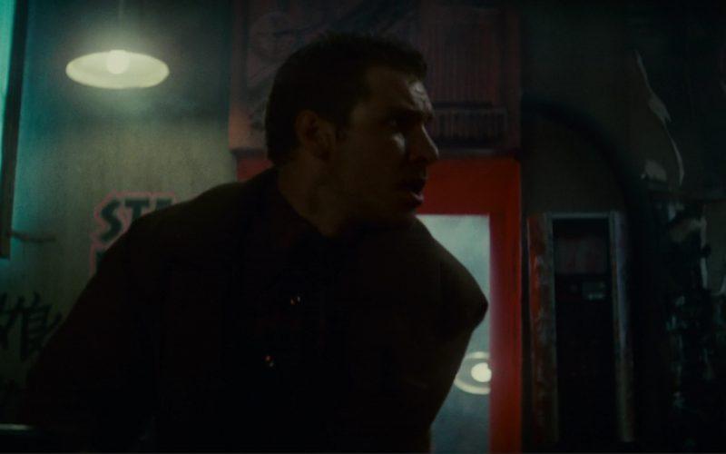 Budweiser And Schlitz Beer Neon Signs in Blade Runner (1)