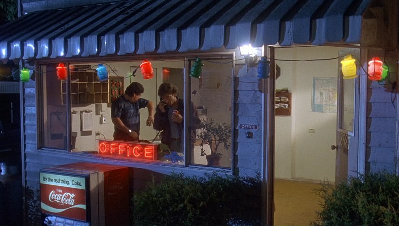 Coca-Cola in Bird on a Wire (1990) Movie Product Placement