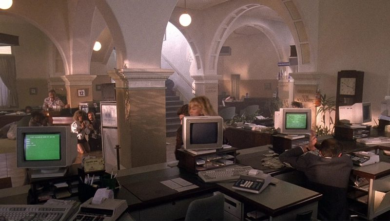 IBM Computers and Monitors in Bird on a Wire (1990) - Movie Product Placement