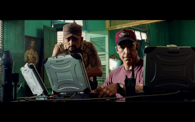 Panasonic Toughbook CF-28 Laptops and Mack Trucks Caps – Bad Boys 2 (2003) Movie Product Placement