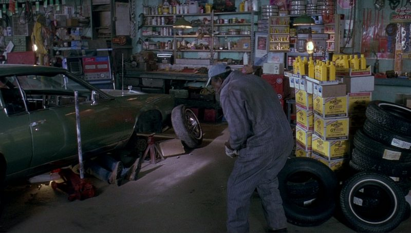 Pennzoil - Bird on a Wire (1990) - Movie Product Placement