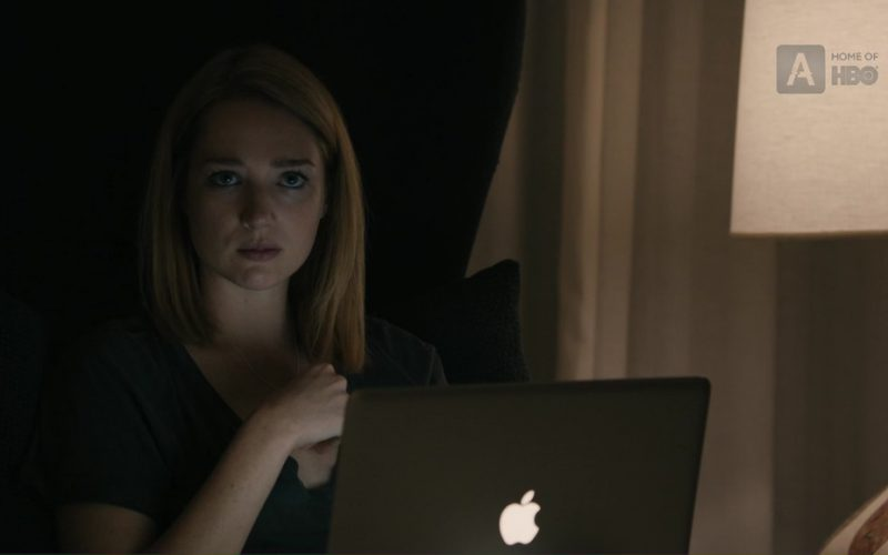 Apple MacBook Pro 15 Used by Kristen Connolly (Stephanie Madoff) in The Wizard of Lies (2)