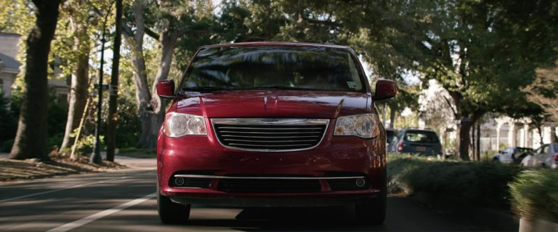 Chrysler Town & Country used by Halle Berry in Kidnap (2017) Movie Product Placement